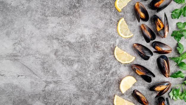 Gastronomische mosselen en kruiden kopiëren ruimte