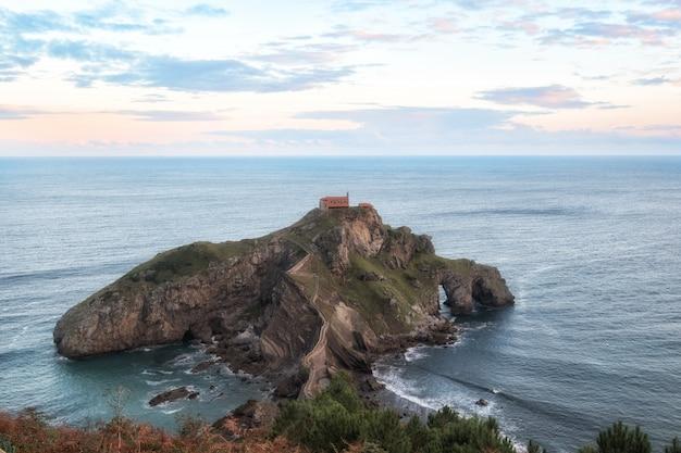 Gaztelugatxe eiland. biskaje, baskenland (spanje)