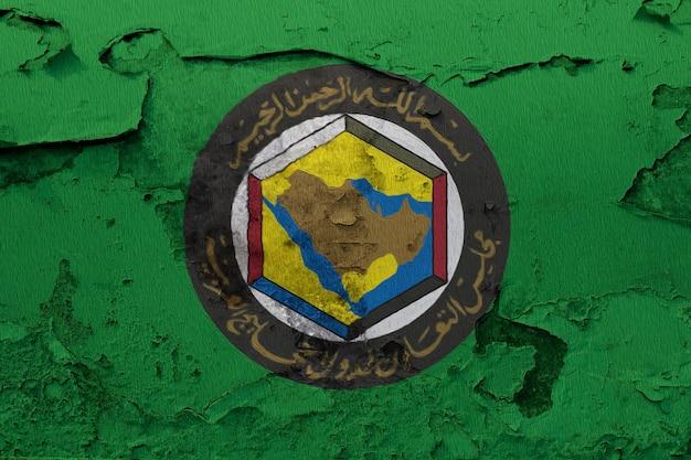 Gcc-vlag op grunge gebarsten muur wordt geschilderd die