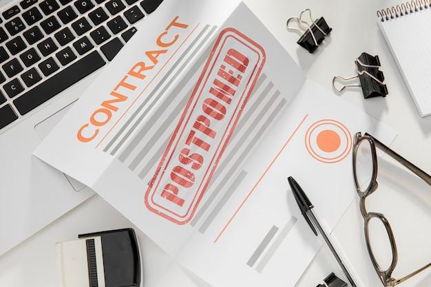 Geannuleerd contract op bureau