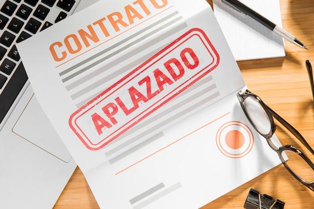 Geannuleerd contract op kantoor