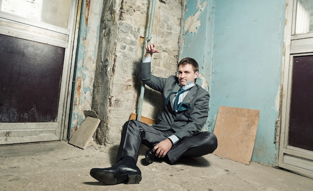 Gearresteerde man met geboeid hand