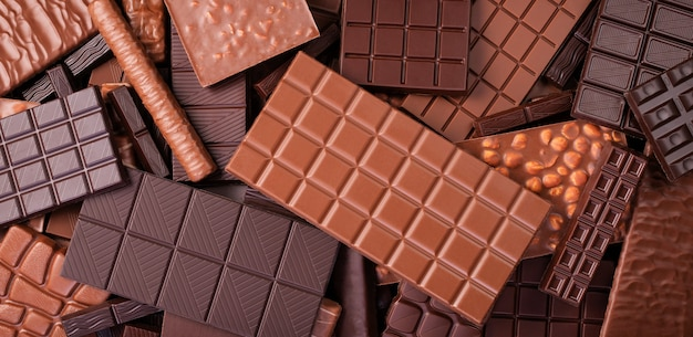 Geassorteerde donkere en melkchocolade, natuurvoedingmuur.