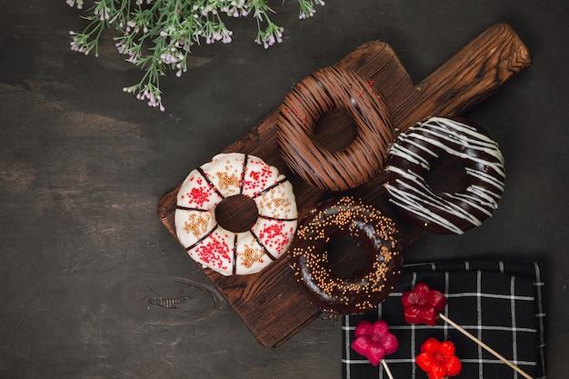Geassorteerde donuts met chocolade