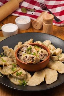 Geassorteerde dumplings uit verschillende keukens van de wereld