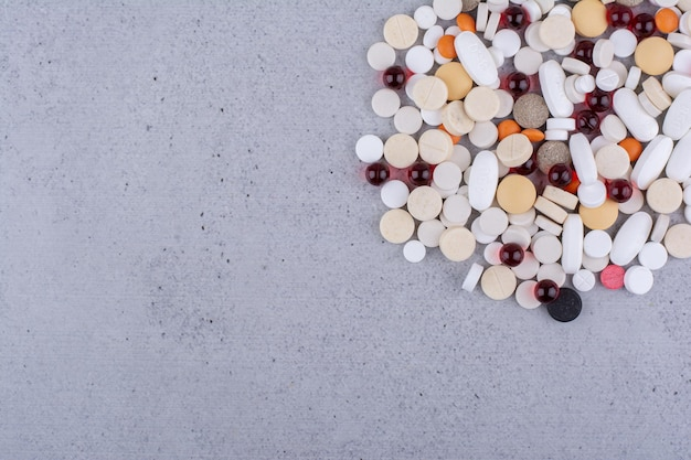 Geassorteerde farmaceutische geneeskundepillen, tabletten en capsules. hoge kwaliteit foto