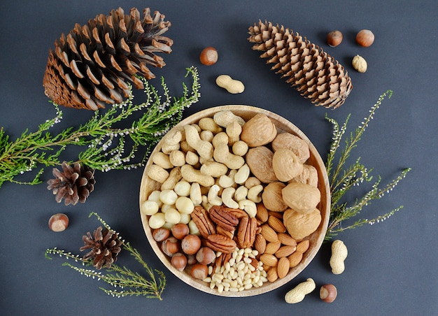 Geassorteerde gemengde noten pinda's amandelen pecannoot cashew hazelnoten macadamia pine
