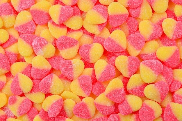 Geassorteerde sappige kleurrijke gummy snoepjes. bovenaanzicht.