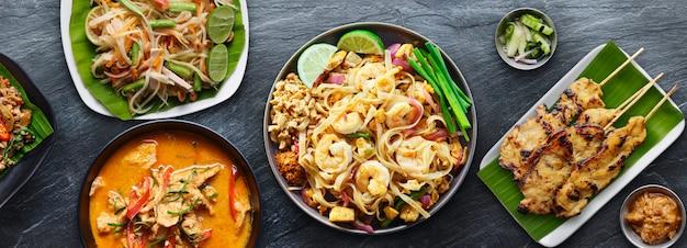 Geassorteerde thaise gerechten met thaise garnalen en panang curry
