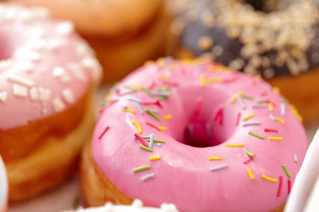Geassorteerde zoete donuts