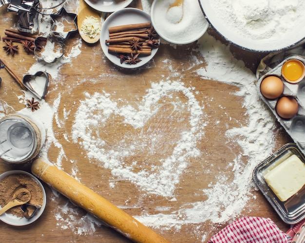 Gebak, cake, kook hun eigen handen. selectieve aandacht.