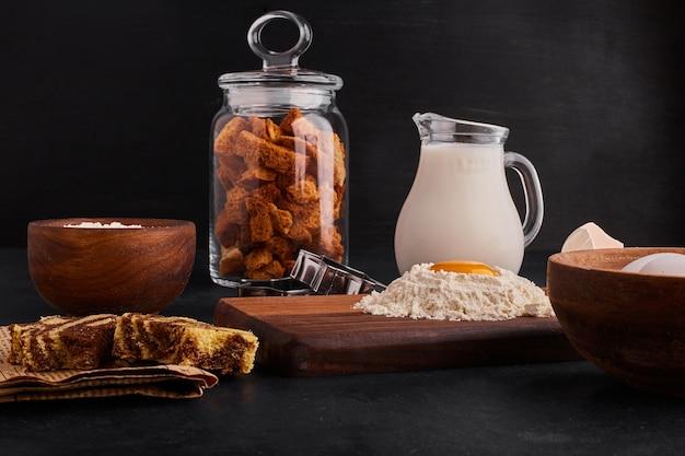 Gebak of bakkerij proces met ingrediënten.