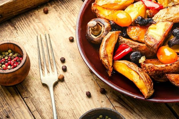 Gebakken aardappelen met champignons