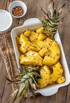 Gebakken ananas met chilivlokken