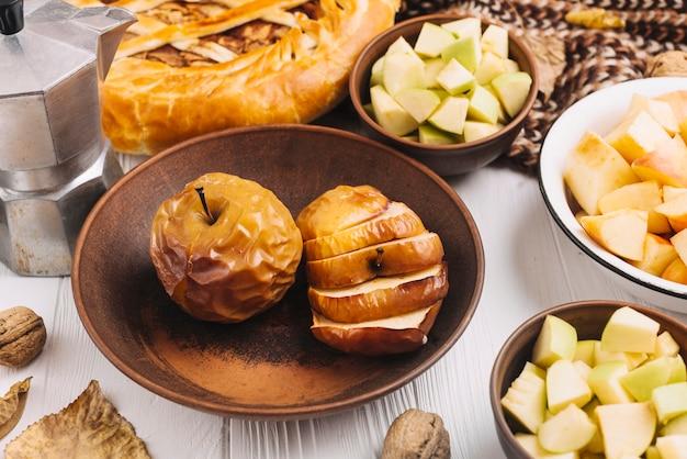 Gebakken appels onder de herfst eten