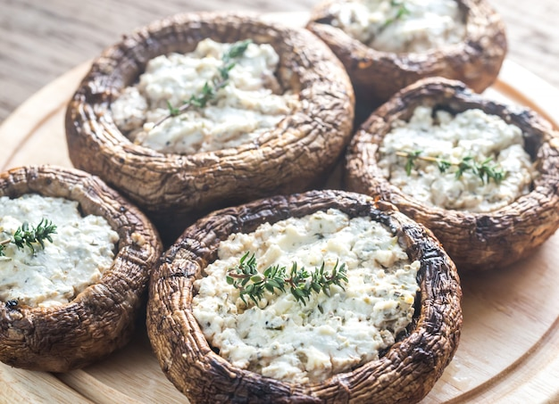 Gebakken champignons gevuld met feta