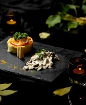 Gebakken champignons in roomsaus en aardappelpuree
