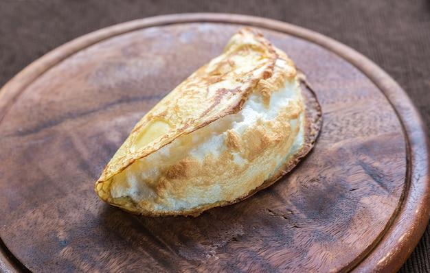 Gebakken crêpe met meringue