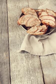 Gebakken croissants met peren