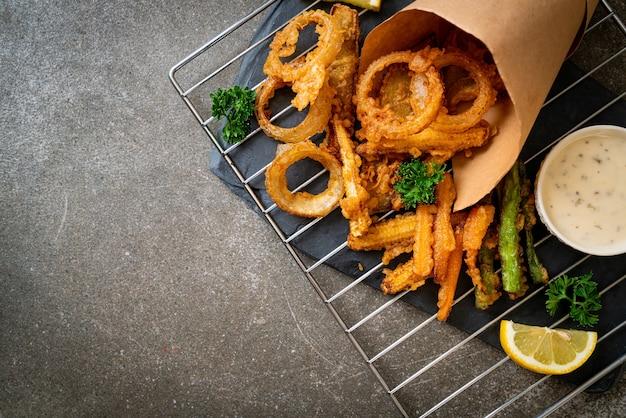 Gebakken gemengde groente (uien, wortel, babymaïs, pompoen) of tempura - vegetarisch eten