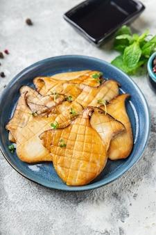 Gebakken grill eryngii plak oesterzwam koningschampignons eringi tweede gangen verse maaltijd snack