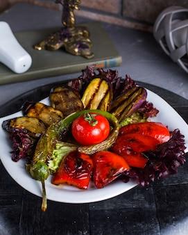 Gebakken kebab groenten op tafel