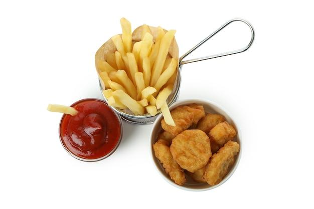 Gebakken kip en aardappel geïsoleerd op witte achtergrond