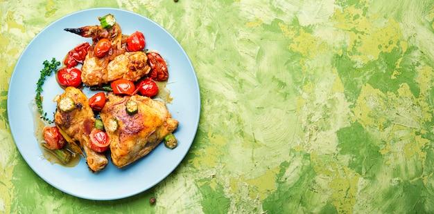 Gebakken kip in groenten