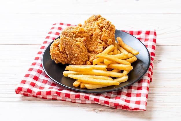 Gebakken kip met frietjes en nuggets