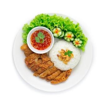 Gebakken kip met rijst op knapperige knoflook aziatische