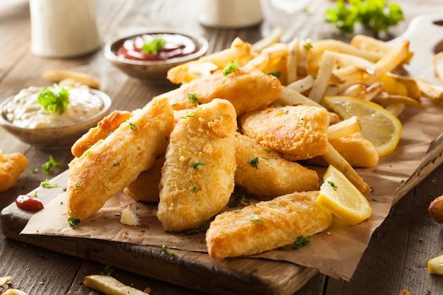 Gebakken kipnuggets met saus