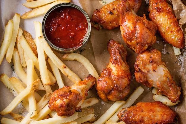 Gebakken kippenpoten met frietjes