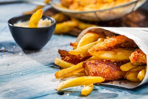 Gebakken kippenvleugels met aardappel