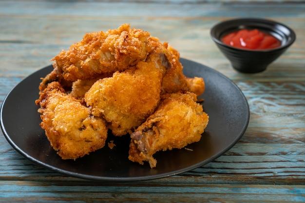 Gebakken kippenvleugels met ketchup - ongezond eten