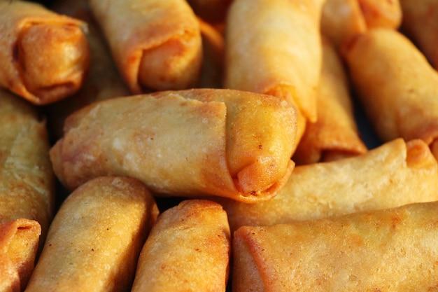 Gebakken loempia's traditioneel voor aperitiefvoedsel