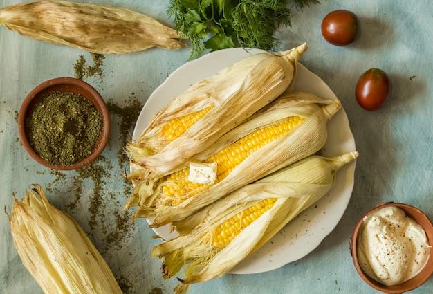 Gebakken maïs, bovenaanzicht.
