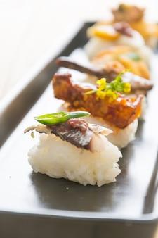 Gebakken makreel met garnalenpasta saus