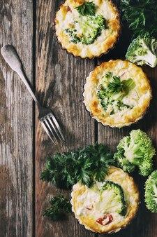 Gebakken quichetaart met greens