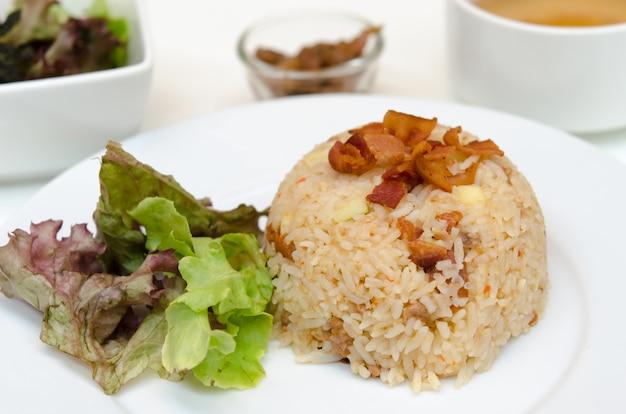 Gebakken rijst met chili