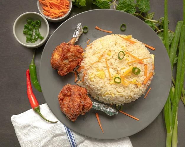 Gebakken rijst met kippenlolly