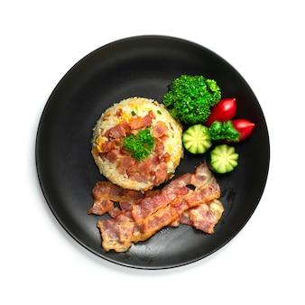Gebakken rijst met spek europese combinatie asain food style