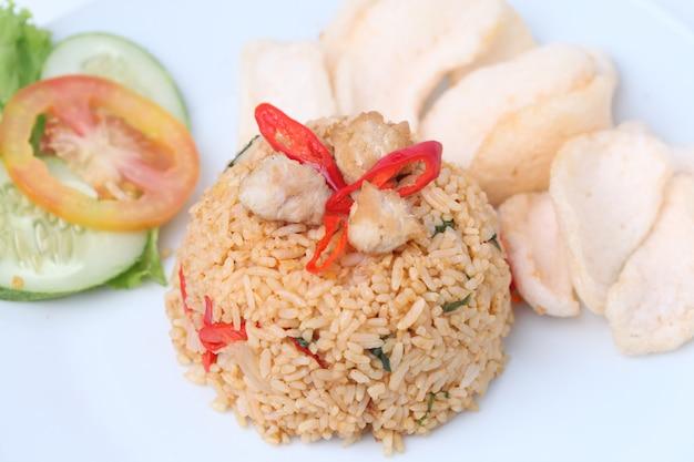 Gebakken rijst nasi goreng indonesisch gerecht
