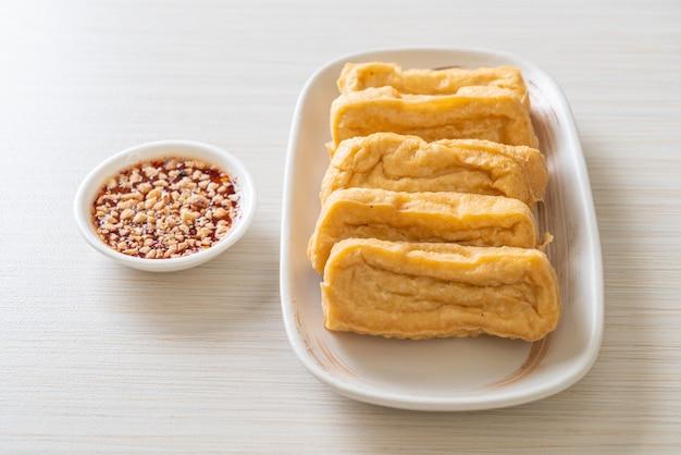 Gebakken tofu met saus - veganistisch en vegetarisch eten