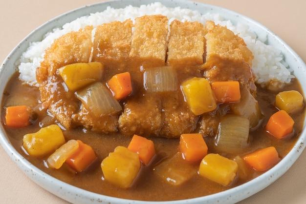 Gebakken varkenskotelet curry met rijst - japans eten