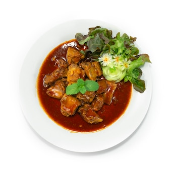 Gebakken varkensribbetjes met saus chinees eten stijl versieren groenten bovenaanzicht