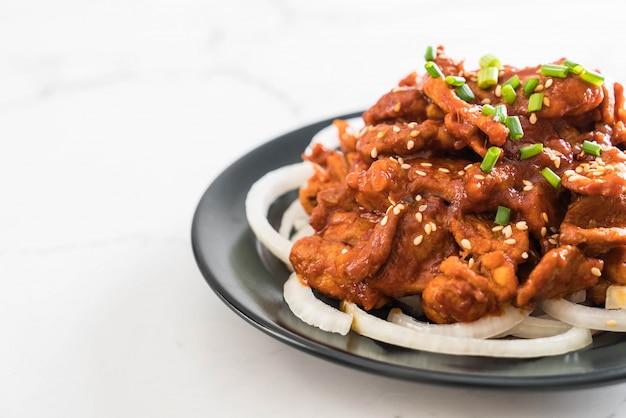 Gebakken varkensvlees met pittige koreaanse saus (bulgogi)