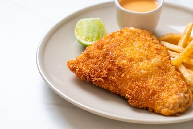 Gebakken vis en aardappelchips
