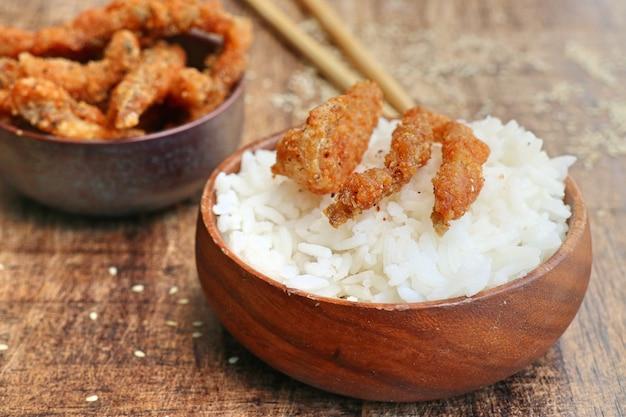 Gebakken vis met witte sesam