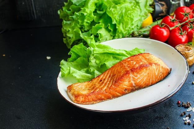 Gebakken zalm vis bbq grill zeevruchten portie verse maaltijd pescetarian