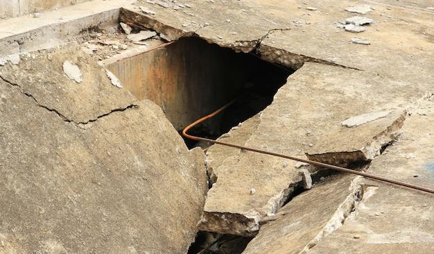 Gebarsten betonnen vloer